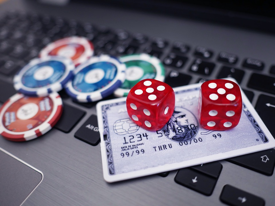 Four Things Individuals Hate About Online Casino